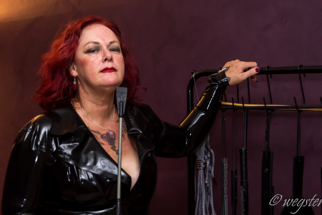 DOMME KINKASSAGE DOMINATION BONDAGE BDSM GOLD COAST